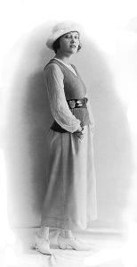 Gloria_Swanson_circa_1918