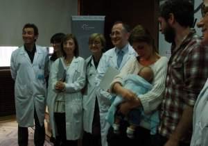 La familia junto al equipo médico